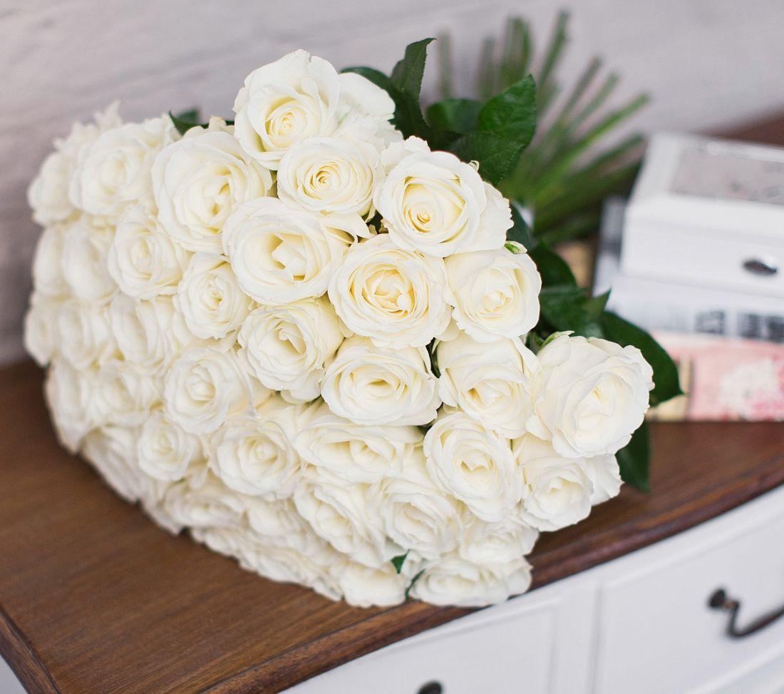 есть везде, картинки охапка белых роз с кольцом экскурсоводы, которые переходя